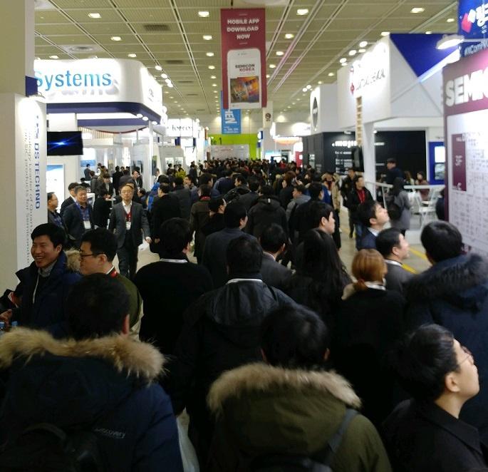 Semicon Korea Crowds 2.jpg