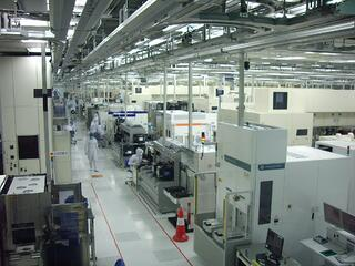 Raised floor technology provides ease of maintenance and manufacturing flexibility
